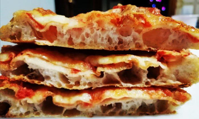 Pizza in teglia, impasto diretto alta idratazione con planetaria